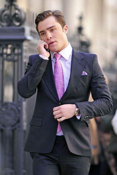 大人のメンズスーツに遊び心を! 明日から取り入れたくなる簡単な差し ... 派手色ネクタイで黒スーツをフレッシュに