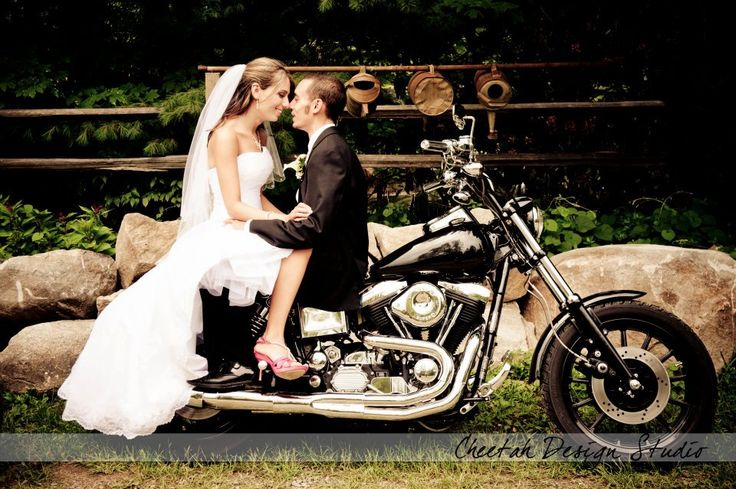 @Charlotte Scoville: Wedding Motorcycles, Wedding Photography, Bride Grooms, Motorcycles Wedding Pictures, Cute Wedding Photo, Engagement Photo, Sexy Motorcycles Pictures, Photographers Ideas, Wedding And Motorcycles