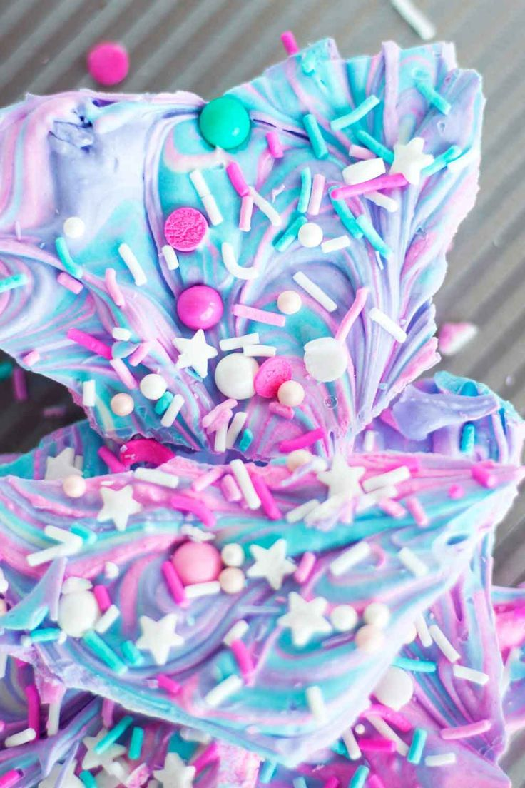 Recipe: How to make a dream sprinkle explosion called Unicorn Bark. Pin for later or click through for the recipe!