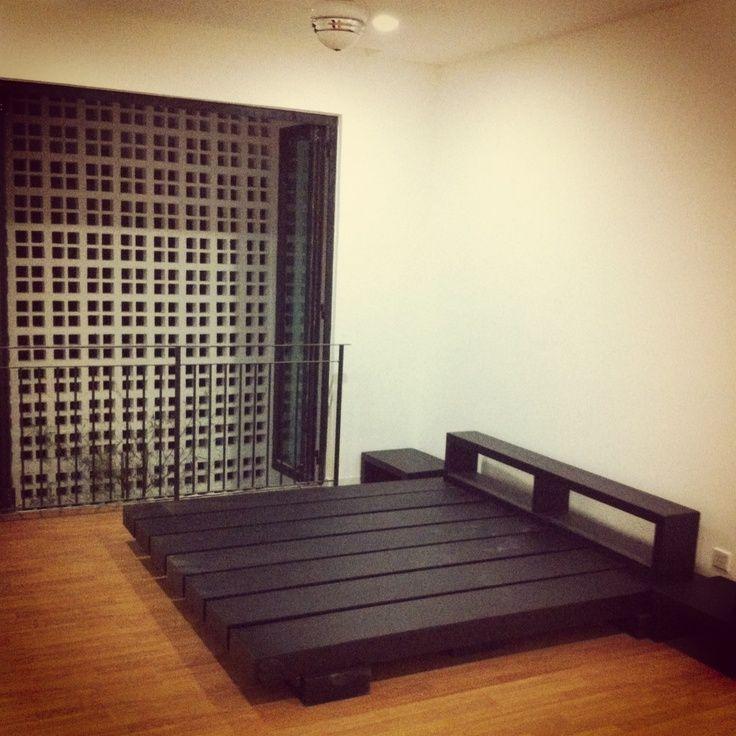25 best ideas about japanese bed on pinterest sunken. Black Bedroom Furniture Sets. Home Design Ideas