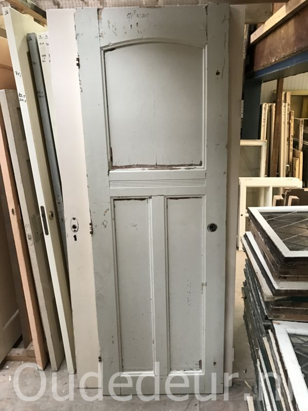 nr. 1143 antieke deur met toog