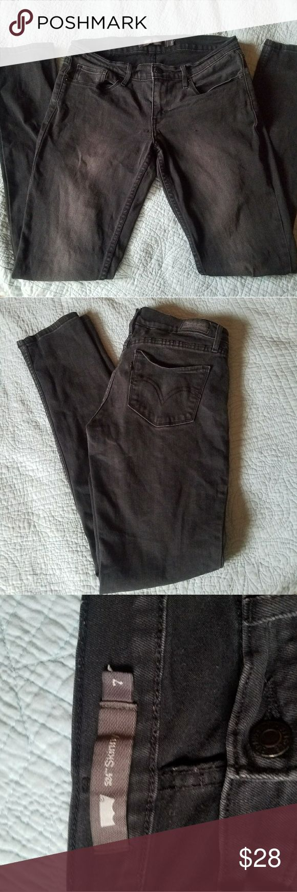 ✎ Levi 524 skinny black label distressed jeans ✎ LAST DAY! LOWEST PRICE! These Jeans are perfect for a edgy look. Perfect to pair with a graphic tee and converse. These jeans have a black Levi label and distressing holes on one knee. These are going to look great on you Levi's Jeans Skinny