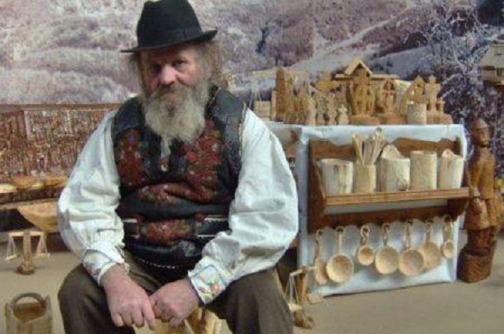 Un lăpușan pe nume Cuza... a sculptat troițe pentru românii din jurul României http://www.antenasatelor.ro/dialoguri-memorabile/7909-un-lapu%C8%99an-pe-nume-cuza-a-sculptat-troi%C8%9Be-pentru-romanii-din-jurul-romaniei.html
