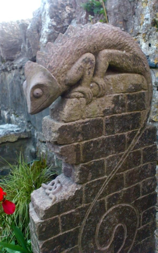Carved Stone Fence : Iguana stone carving on wall sculpture pinterest