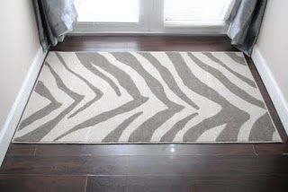 Stenciled rug using wax paper as the stencil.Zebras Stripes, Contact Paper, Painting Rugs, Zebras Rugs, Zebras Painting, Animal Prints, Zebras Prints, Diy Zebras, Diy Rugs