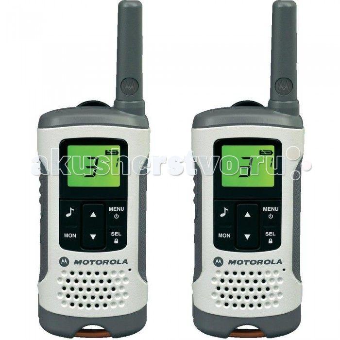 Рация Motorola TLKR T50  Motorola Рация TLKR T50 - это простое, удобное, компактное и недорогое устройство связи, предназначенное для семейного пользования и путешественников. Взять с собой такого помощника можно в большой торговый комплекс, в лес, на пляж, рынок или ярмарку, чтобы не потеряться среди природных красот или толпы людей.  Прочный корпус из высококачественного пластика с шероховатой поверхностью позволяет удобно держать рацию, не опасаясь ее выскальзывания из рук. Есть отверстие…