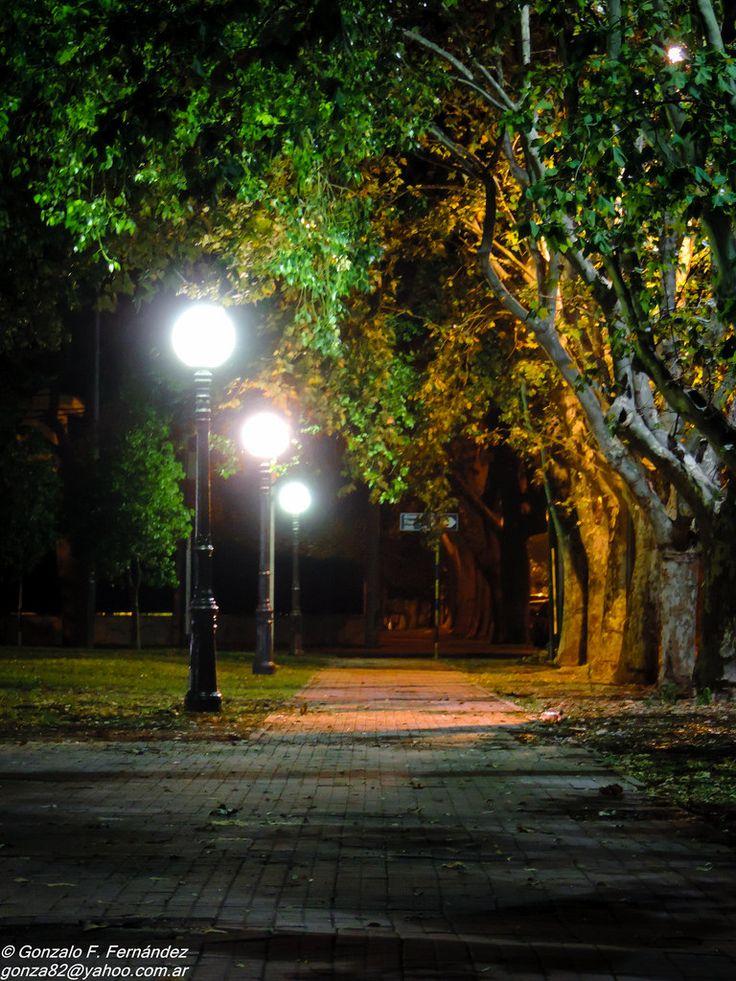 https://flic.kr/p/CUMyZ6 | Cortocircuito de luz. | Plaza Santos Dumont. Rosario, Santa Fe, Argentina.