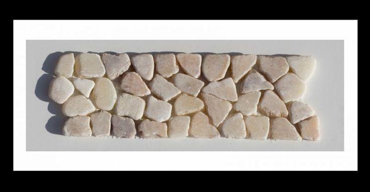 Bordüre Naturstein Mosaikfliesen auf Netz - Bordüren, die sowohl im Kontext mit unser Mosaik-Fliesen als auch solo zur Aufwertung bestehender Designs handelsüblicher Fliesen ein markantes Highlight setzen.#bordüre #mosaik #fliesen #bad #badezimmer #wohnen #küche #bodenfliesen #wandfliesen #mosaikfliesen  #diy #heimwerken #mosaikaufnetz #pool #sauna #onyx