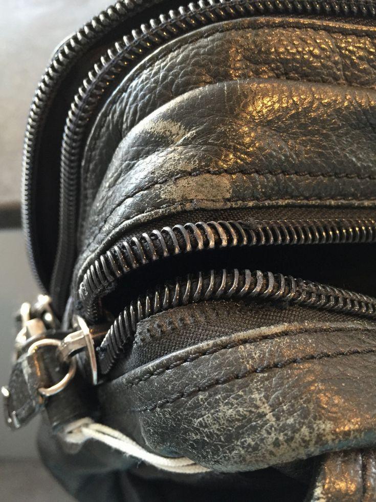 Reparation af taske - Når ens yndlings taske går i stykker, er den ikke altid lige og erstatte med en ny, og mange gange ender den blot at ligge i bunden af et skab, fordi lynlåsen er gået, eller er så slidt så man risikere at hanken knækker. I det viste eksempel, er lynlåsen gået i stykker efter mange års brug, men d... - #Forstærkninger, #Lynlås, #Tasker - http://sy-smeden.dk/2015/04/reparation-af-taske/