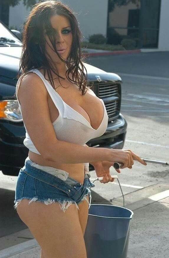 hot-nude-blonde-car-wash