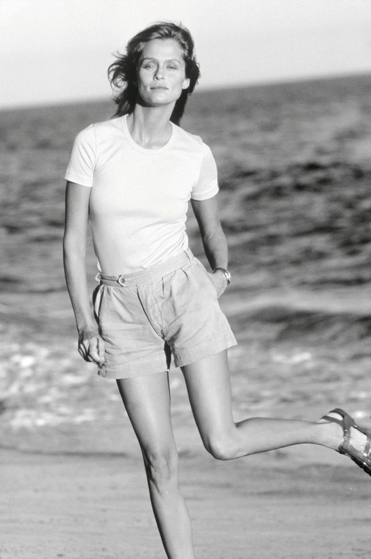 Lauren Hutton in a perfect white t-shirt | Lily Edit