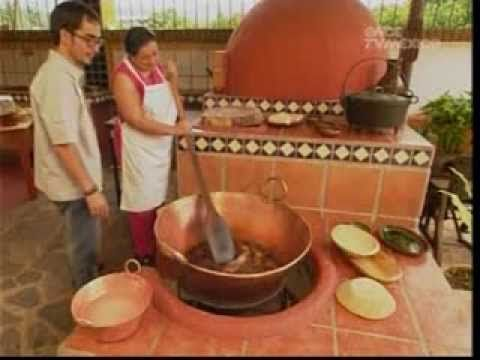 I LOVE this show. Too bad It's not available in Philly.  Carnitas estilo Michoacan - YouTube