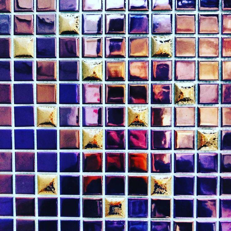 Trochę sylwestrowego klimatu wprost z naszego Salonu! 👌  #HOFF #salonhoff #kraków #ilovehoff #łazienka #łazienki #design #wystrojwnetrz #bathroom #bathroomdesign #ceramika #inspiracja #płytki #tiles #mozaika #mosaic #wnętrze #sylwester