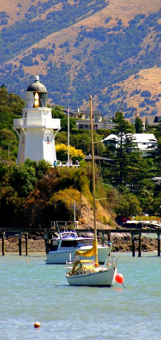 AKAROA  HARBOUR.  Christchurch    is part of Banks Peninsula in the Canterbury Region of New Zealand