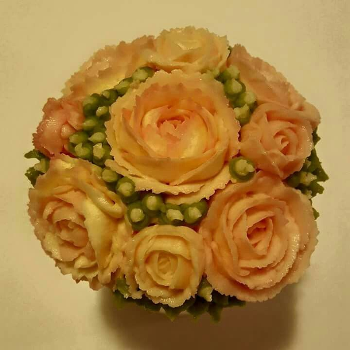 Small full bouquet of  roses