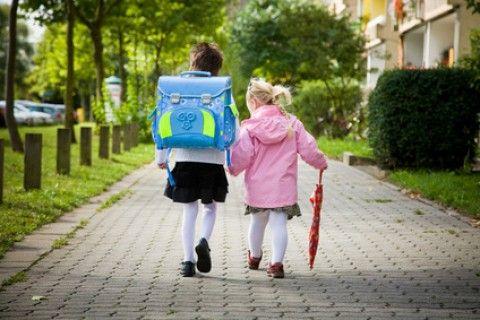 A scuola a piedi? Sì, vantaggi e divertimento assicurato
