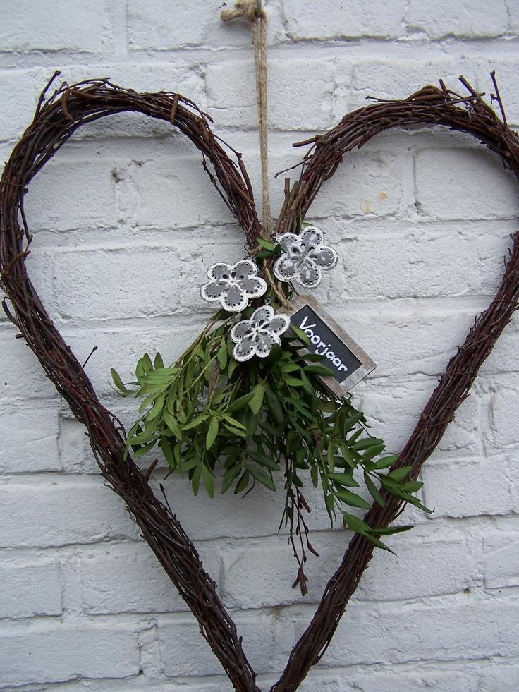http://www.pinterest.com/pin/488148047082434275/  hart krans met groen