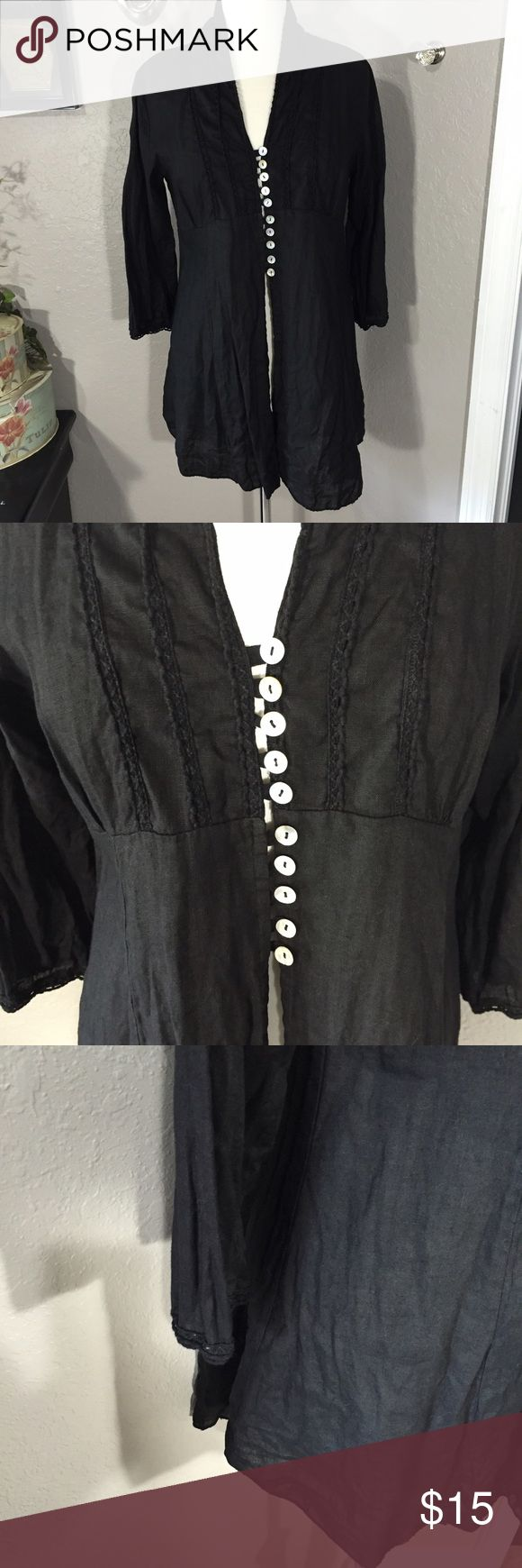 """Romeo & Julia Black Long Top Size M Great pre-loved condition. 100% Linen 🔅 Bust - 38"""" 🔅 Length - 31"""" (high-low average given) Romeo & Julia Tops"""