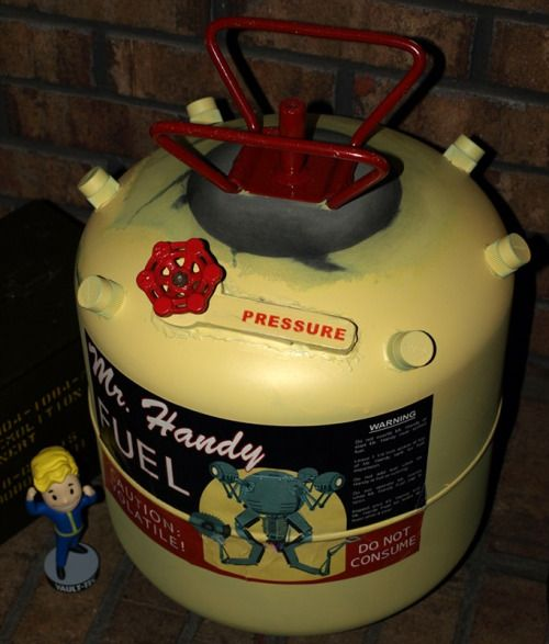 thevaulttecinc:  Wow I never thought I will see this as IRL! Props to Bradley from Steam for this awesome Mr. Handy Fuel Tank.