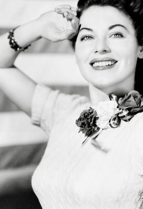 88 best images about Ava Gardner on Pinterest | Barefoot ... Ava Gardner 1989
