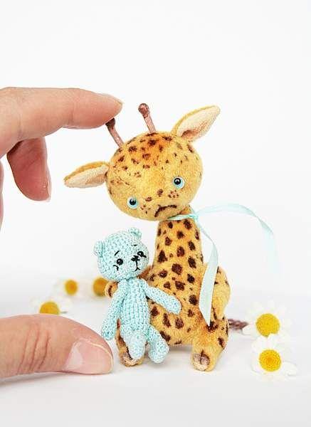 Giraffe Biscuit & his teddy By Nata Litun - Bear Pile