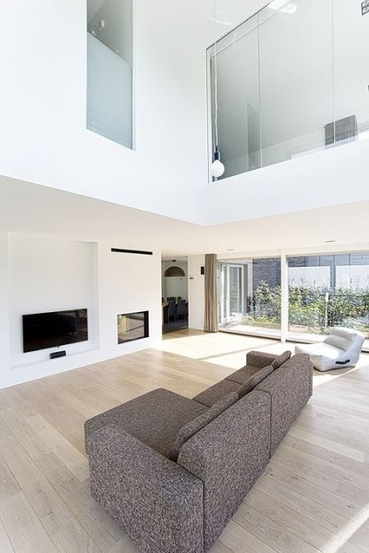 Mooie eiken white wash houten vloer, door MoreFloors gerealiseerd.