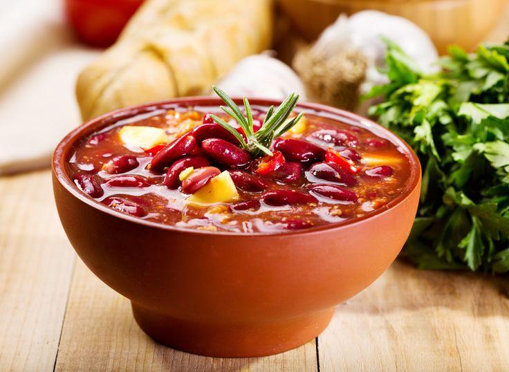 В зимнее время актуальны различные супы. Хорошо, что есть продукты, не теряющие своей ценности в сушеном виде и остающиеся пригодными при длительном хранении. К ним относятся бобовые, в том числе разные виды фасоли.