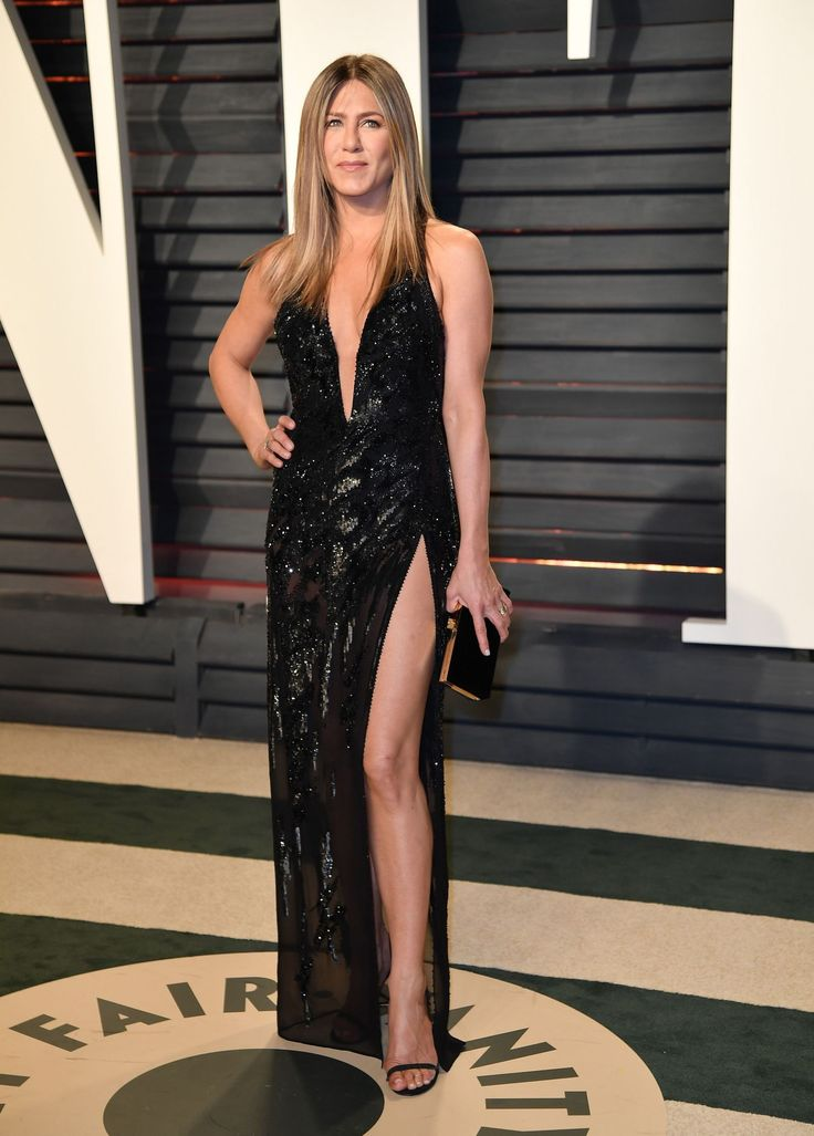 Jennifer Aniston Wore Her Sexiest Dress Yet To The 2017 Oscars - HarpersBAZAAR.com