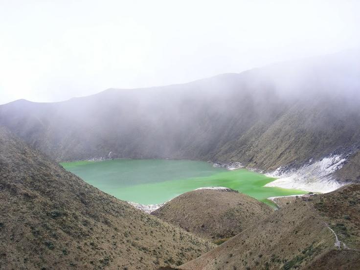 Laguna verde Pasto. Colombia