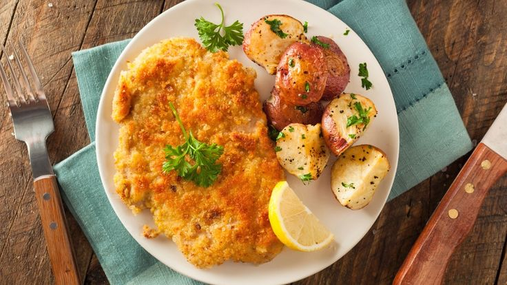 Der Stern stellt die Klassiker in Deutschland vor: Basierend auf unserer Rezept-Datenbank findet ihr die traditionellsten Gerichte unserer Klassiker sowie deren skurrilsten Abwandlungen: http://www.stern.de/genuss/essen/schnitzel--so-isst-deutschland-den-klassiker-6780538.html