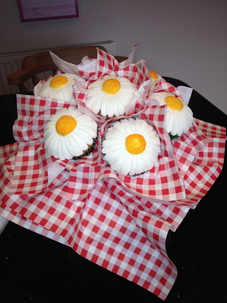 Ox Eye Daisy Cupcake Bouquet