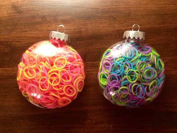 loom bands in a bauble - either a fab decoration or a brilliant way to give loom bands as a pressie at christmas!!