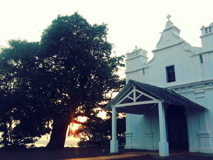 The 3 Kings Church is situated on the hill of the Cansaulim village in the South Goa. This church is famous for the feast of the three kings.