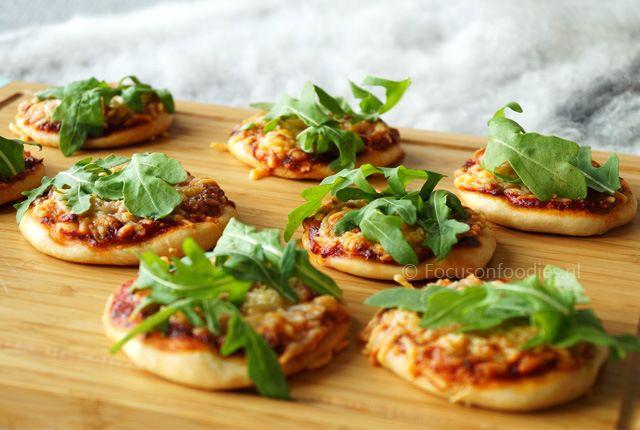 Mini spelt pizza's, super leuk om te serveren op een feestje of verjaardag (tarwevrij, suikervrij, koemelkvrij)