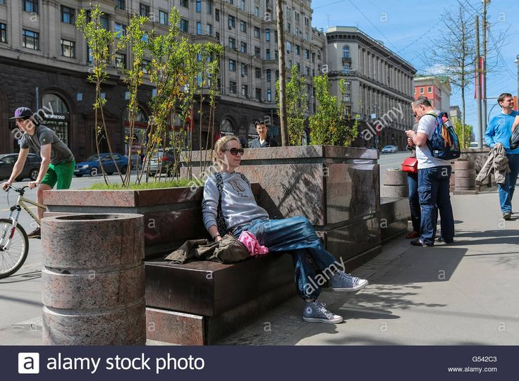 Download this stock image: Tourists in the city center, Moscow, Russia - G542C3 from Alamy's library of millions of high resolution stock photos, illustrations and vectors.