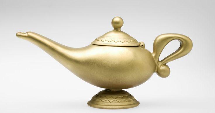 Hazlo tú mismo: disfráz temático de Aladdin y el genio para hombres. Ya sea que tu inspiración provenga del cuento árabe medieval, de la historia contemporánea o de una película, un traje de Aladdin o de genio promete ser atractivo y memorable para tu próxima fiesta de disfraces o Noche de Brujas. Los disfraces de Aladdin o de genio suelen ser fáciles y económicos de armar, muy cómodos y aseguran una buena ...