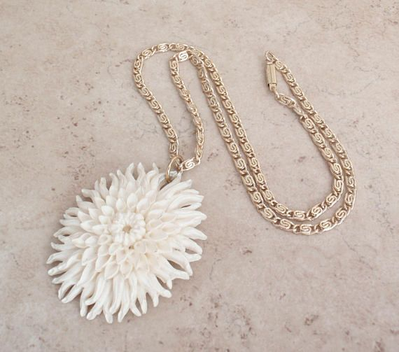 Celluloid Chrysanthemum Necklace Large Featherlite Off White #celluloidchrysanthemum #floralnecklace #weddingaccessories #vintagenecklace #earlyplastics