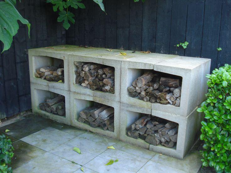 Opslag haardhout of insectenhotel met U-elementen van beton