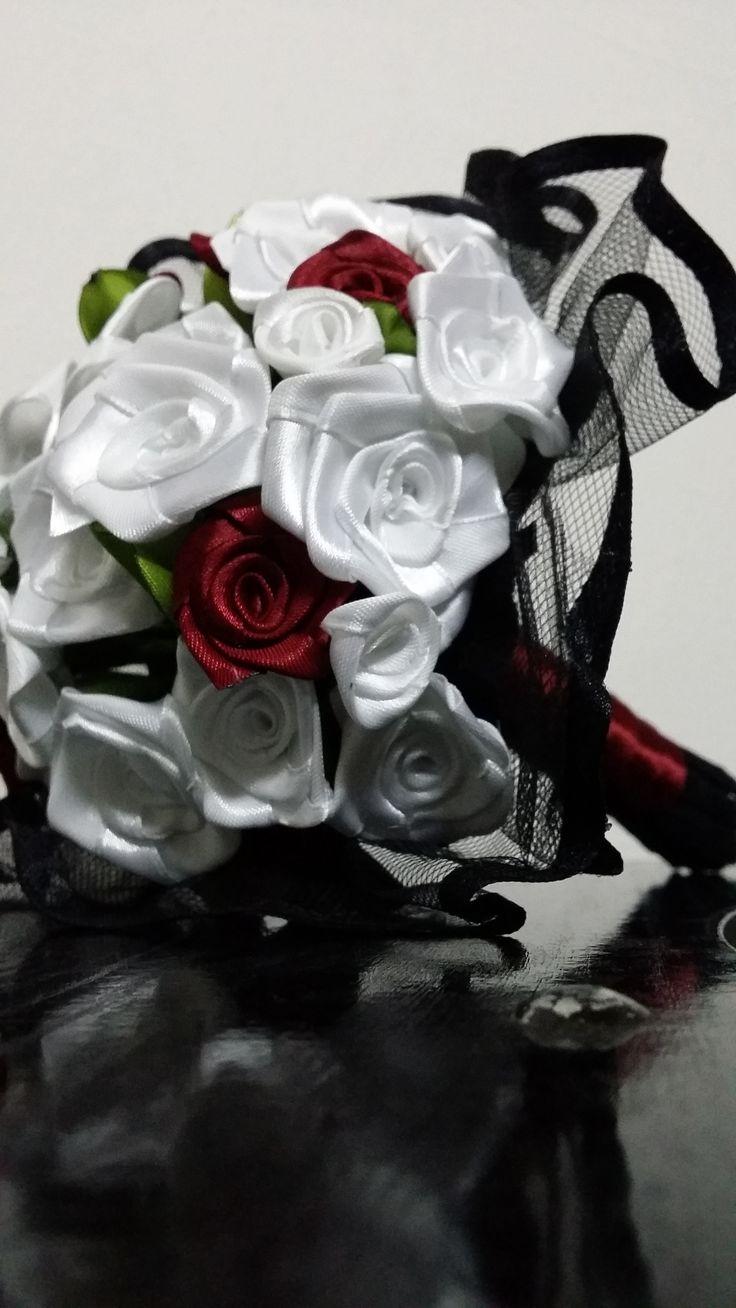 """kedvencem..fehér-bordó rózsák fekete """"ruhában"""""""