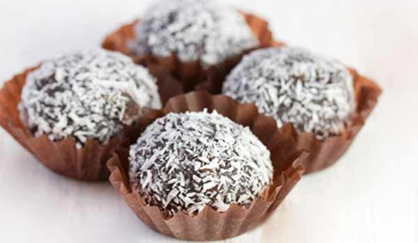 Δεν υπάρχει πιο εύκολο νηστίσιμο γλυκάκι από τούτο. Εύκολο, γρήγορο και αρωματίζει ευχάριστα το στόμα σε εποχές νηστείας. Ιδανικό για τη μεγαλοβδομάδα που πνιγόμαστε στις