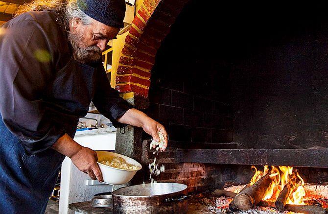 Mâncarea trebuie pregătită cu rugăciune, pentru ca bucatele să fie benefice celor care le vor servi   La Taifas