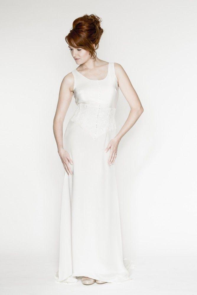 créatrice robes de mariée à lyon bouton robe de mariée robe de mariée près du corps avec traine en crêpe de soie ceinture corset dentelle épaisse dos ouvert bouton lyon