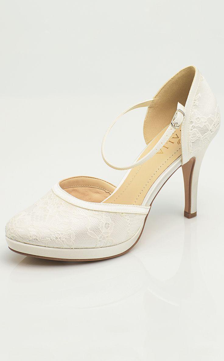 Shoes MAYA from AVALIA. Lined with super soft foam and beautifully designed. AVALIA Shoes is a trademark of Bianco Evento. #biancoevento #avaliashoes #bridalshoes #bridalshoescollection #collection2017 #collection2018 #bridalaccessories #weddingideas #bridetobe
