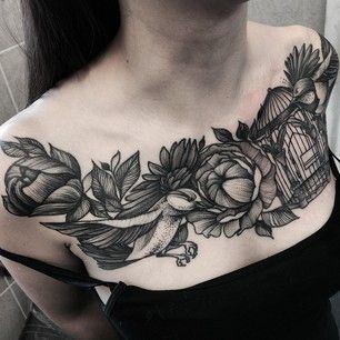Vous pourriez aussi opter pour des oiseaux et fleurs pointillistes, plus traditionnels. | 49 idées sublimes de tatouages noir et gris