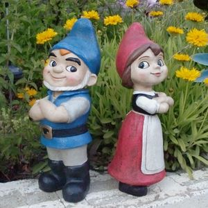 Gnomeo & Juliet statues. A shame. These will totally be valuable someday, just like Beanie Babies, decorative wall plates and anything from the Franklin Mint.