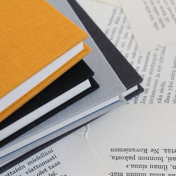Cette liste est pour un grand carnet relié à la main avec grille pointillé pages. Parfaite pour vous à utiliser comme un journal de balle ou un planificateur de bricolage! Vous choisissez la couleur!  -livre 11, 4 x 16, 1 x 1, 2cm/4,5 x6.3 «x0.5» -96 pages de papier à dessin blanc cassé avec une lumière de 5mm gris motif pointillé grille adapté pour écrire et dessiner dans les médias secs (même tout simplement crayon fonctionne très bien!)  La grille en pointillés sur les pages rend...