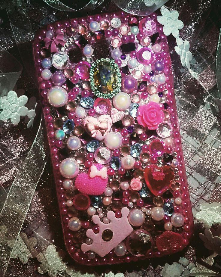 💗 Una cascata di inserti rosa e perle in pendant ed un tocco principesco per la cover back di Raffaella...grazie per aver scelto una creazione CreaCi💗 #creaCi #colcuore #creation #creativity #handmade #coverpersonalizzate #bijoux #samsungj5case #samsungcases #strass #swarovski #pearls #princessstyle #princess #strass#crystal