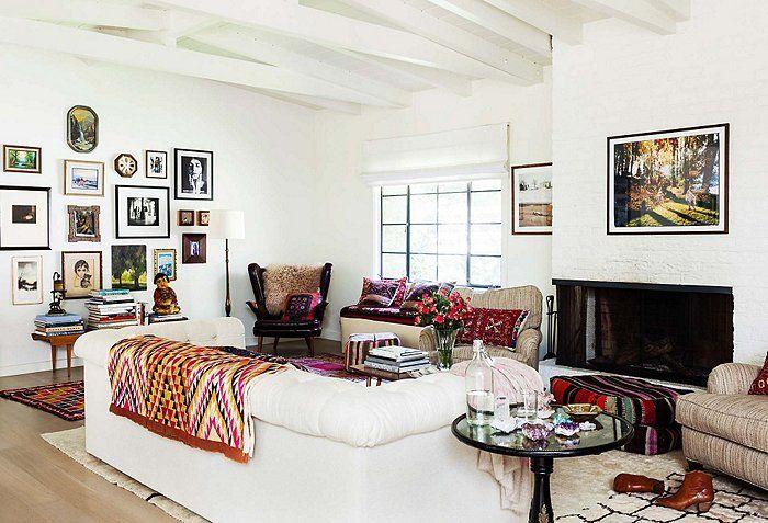 Daarom bieden we jullie graag een kijkje in het ranch-stijl huis van lifestyle blogger Shiva Rose in L.A. Van een miniatuur tipi in de eetzaal tot Victoriaanse ijdelheid in de slaapkamer, het is duidelijk dat Shiva al haar favoriete dingen zorgvuldig in elke kamer heeft geplaatst. Zie hieronder een aantal foto's van haar prachtig ingerichte […]