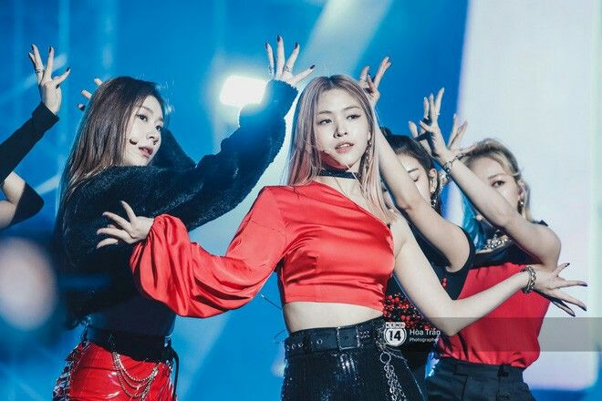 Press 191126 Itzy At The Asia Artist Awards Aaa 2019 In Vietnam Asia Artist Awards Korean Girl Groups Itzy