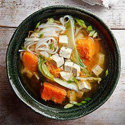Zupa z pieczoną dynią Muscat, pak choi i tofu | Kwestia Smaku